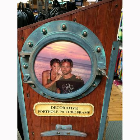 porthole-picture-frame-1